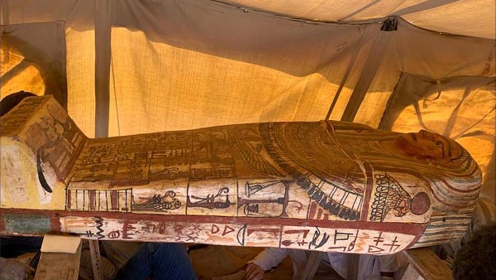 Descubren 27 sarcófagos de hace más de 2500 años en Egipto