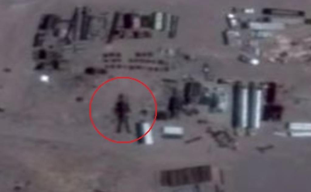 VIRAL: Encuentran 'robot gigante' en el Área 51 por medio de Google Earth