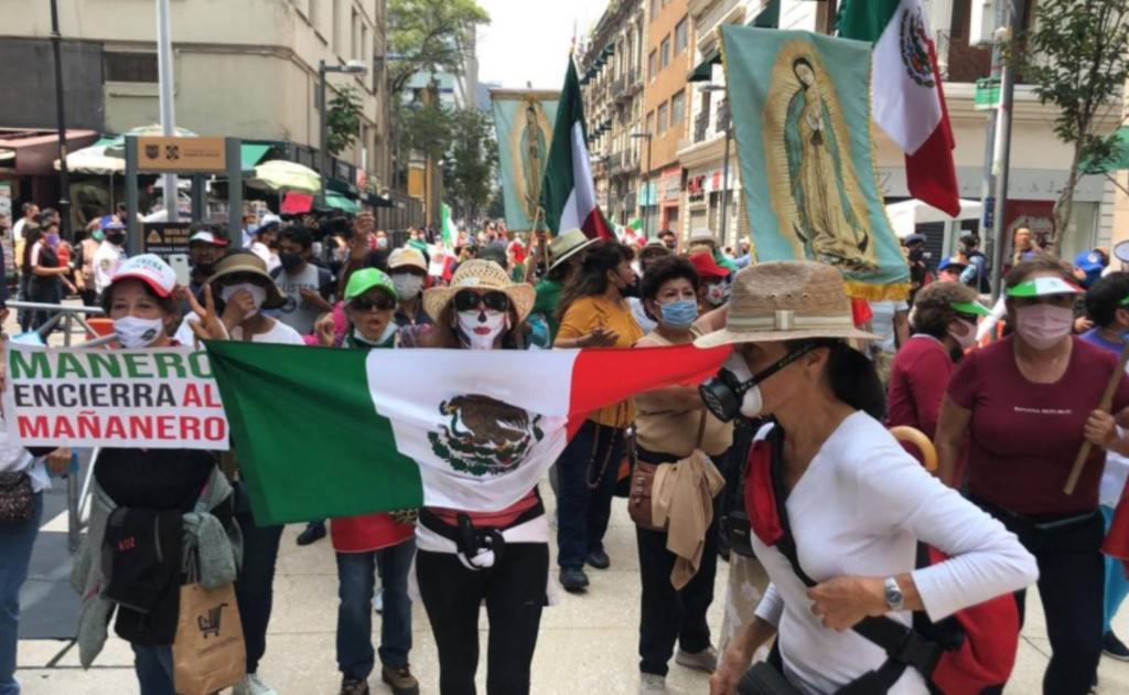 Integrantes del FRENAAA avanzan hacia el Zócalo de la CDMX