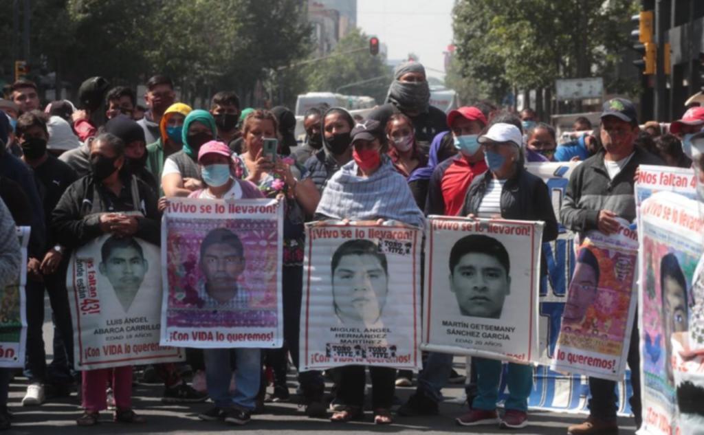 Padres de normalistas de Ayotzinapa inician movilizaciones por 6 años de desaparición