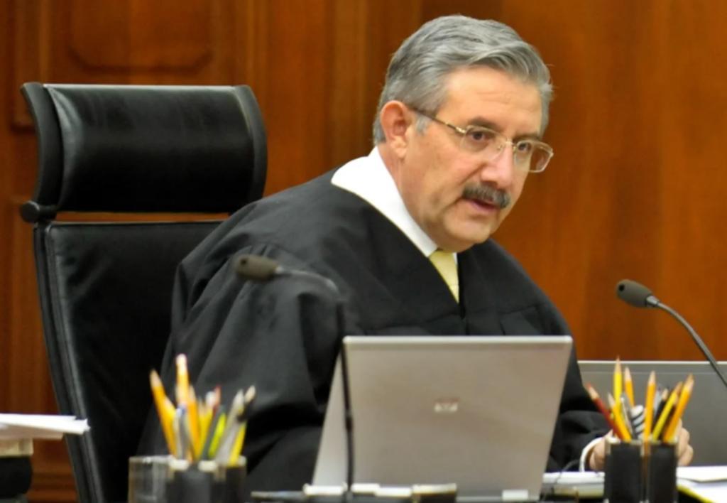 Plantea ministro declarar inconstitucional consulta para enjuiciar a expresidentes