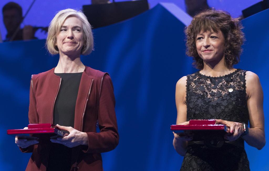 Nobel de Química premia a dos científicas por reescribir el 'código de la vida'