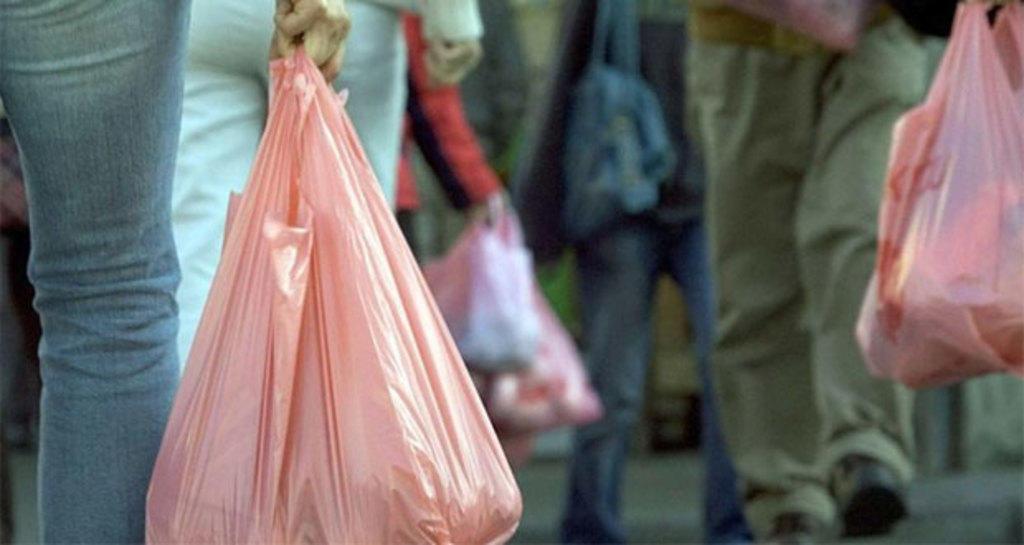 Prohibirá Canadá el uso de popotes y bolsas plásticas a finales de 2021