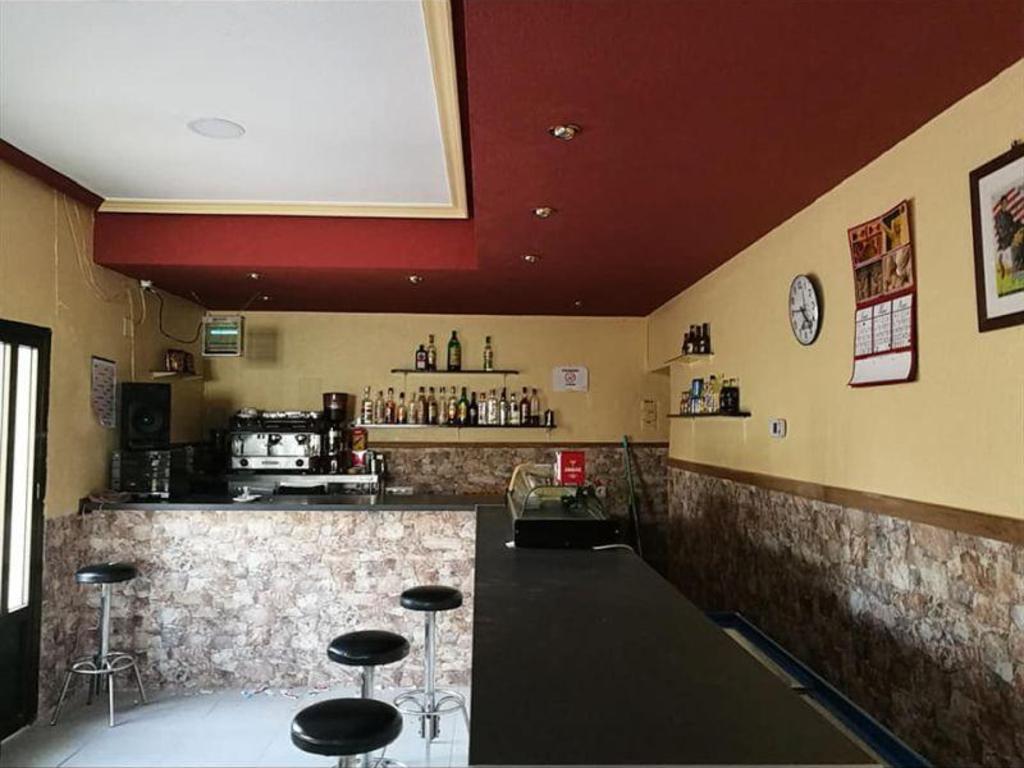 Pueblo español ofrece casa gratis a quien se haga cargo de su único bar