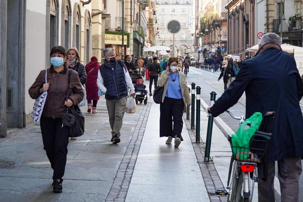 Italia alista nuevas restricciones para frenar alza de contagios de COVID-19