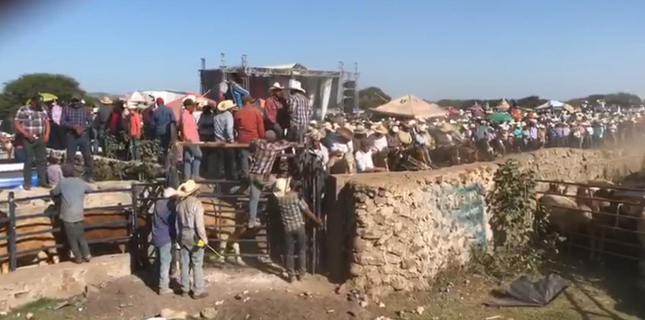 Poblado de Canatlán 'reta' al Covid-19 con eventos masivos