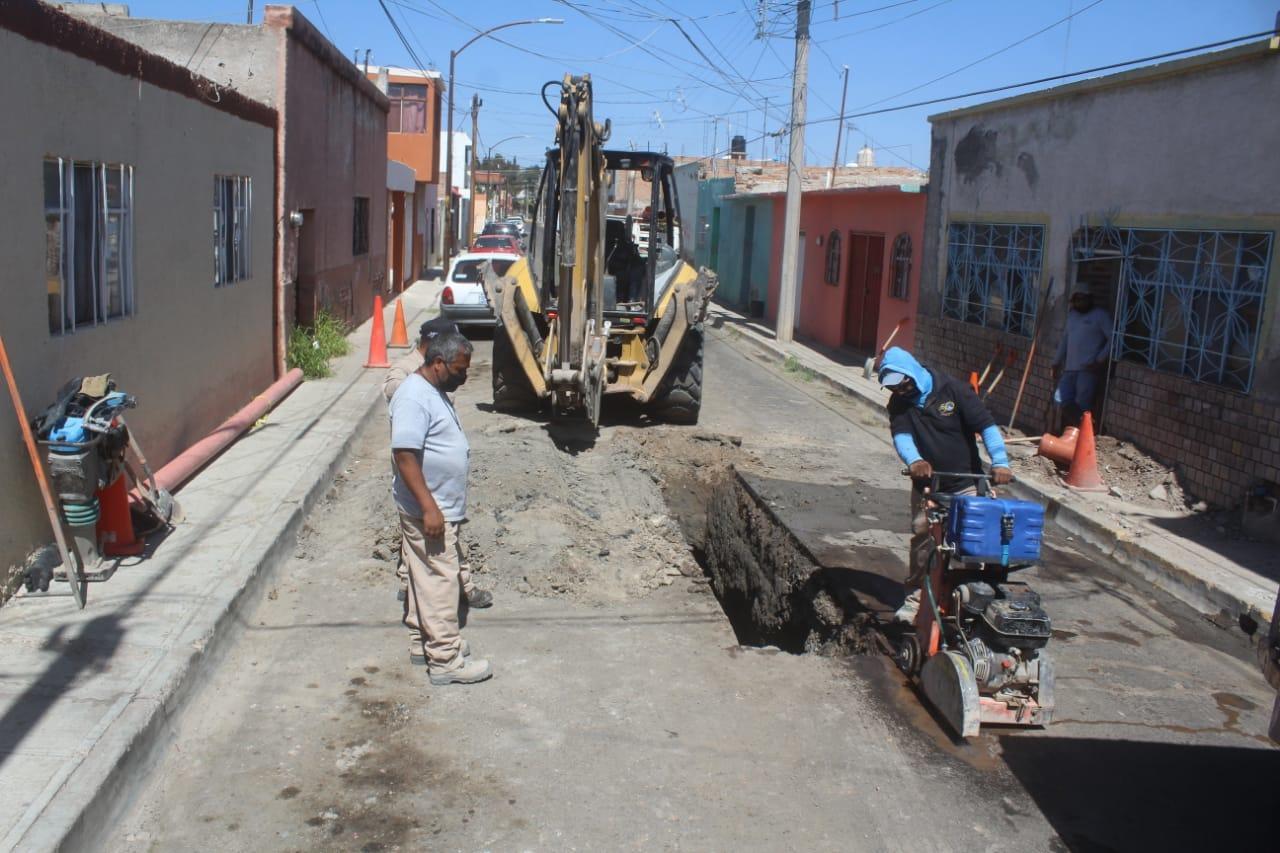 Fallas provocan dos socavones en la ciudad de Durango