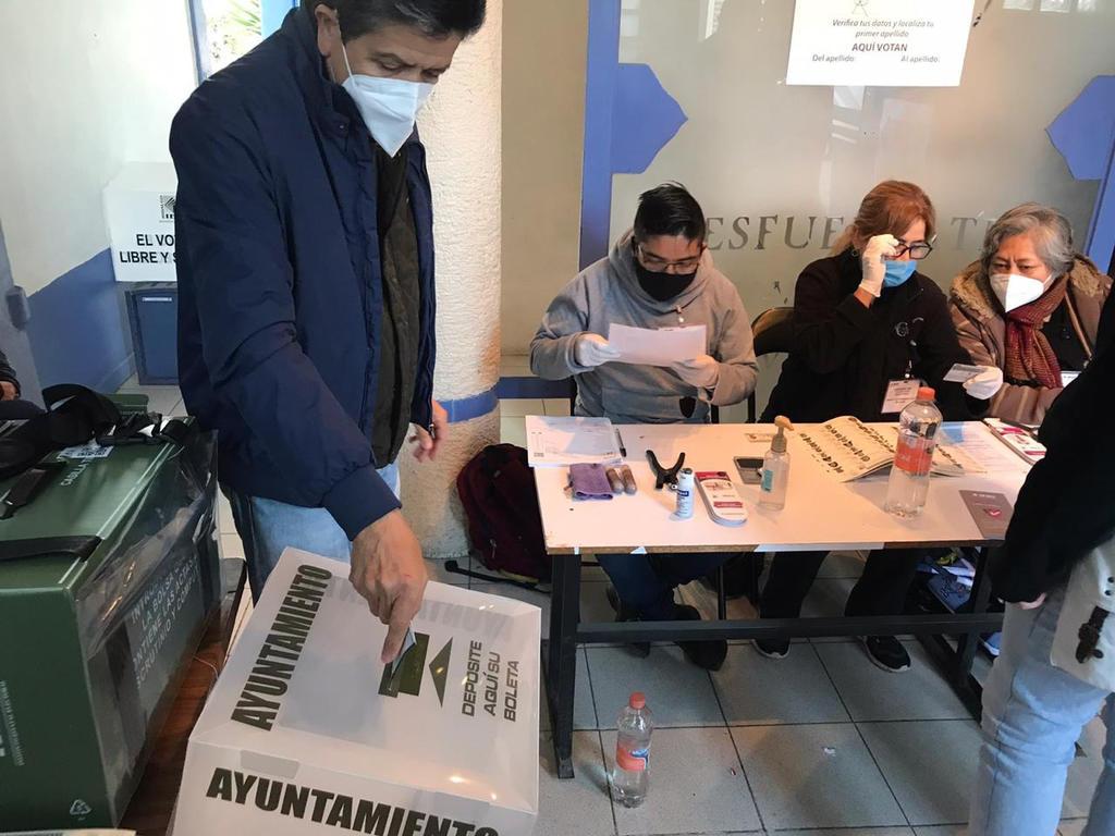 Reportan largas filas en casillas de Hidalgo; votantes eligen mil 80 cargos