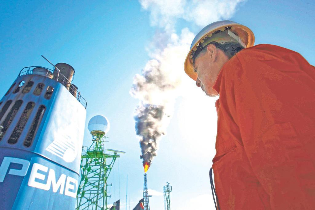 México rechaza frenar inversión privada de energía limpia en polémica con EUA