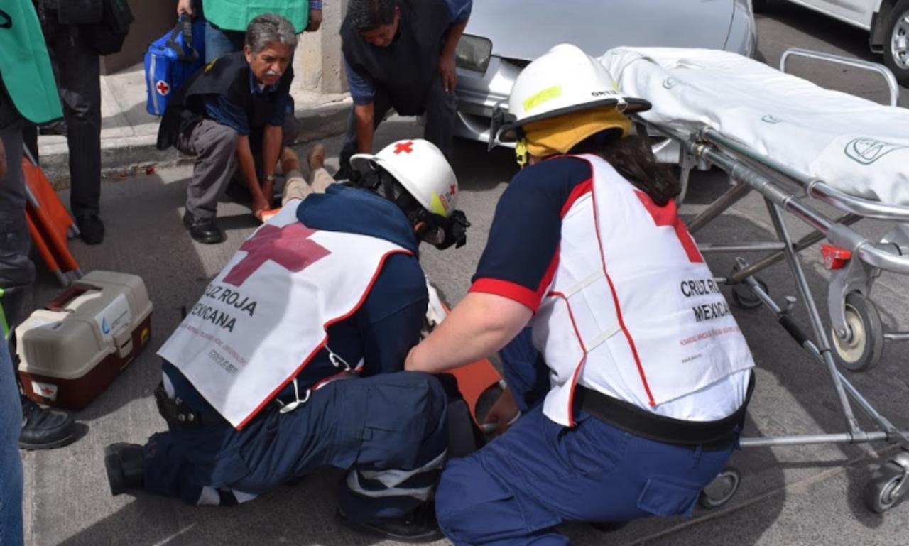 Motociclista resulta con traumatismo de cráneo en choque