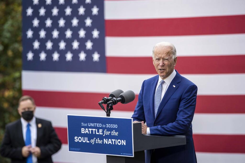 Vota Biden por anticipado en EUA; pide apostar por 'un camino diferente'