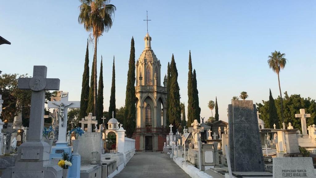 Hombre muere durante sepelio de su esposa; cayó en una tumba en Guadalajara
