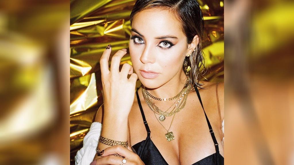 Novia de Bad Bunny lanza su primera colección de joyas