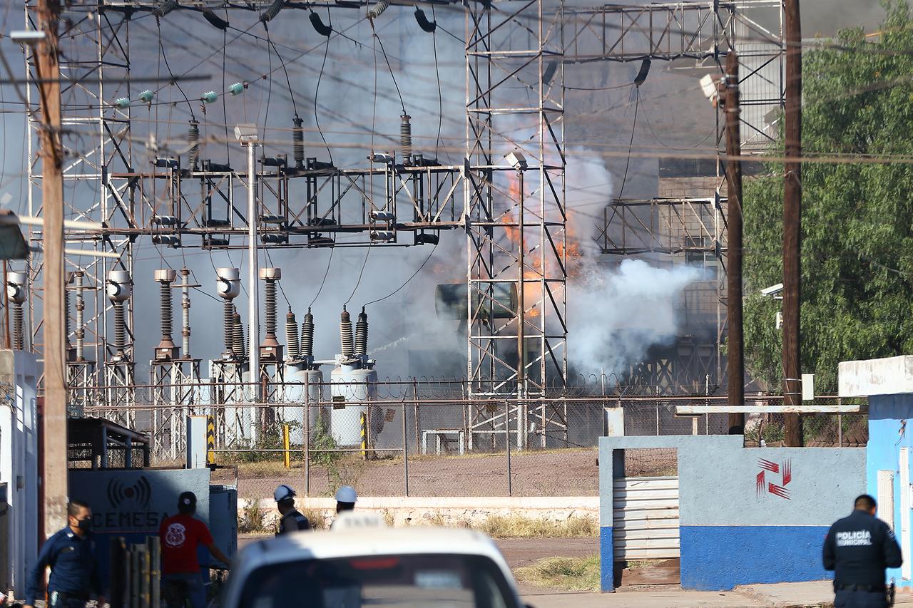 Subestación de la CFE se incendia