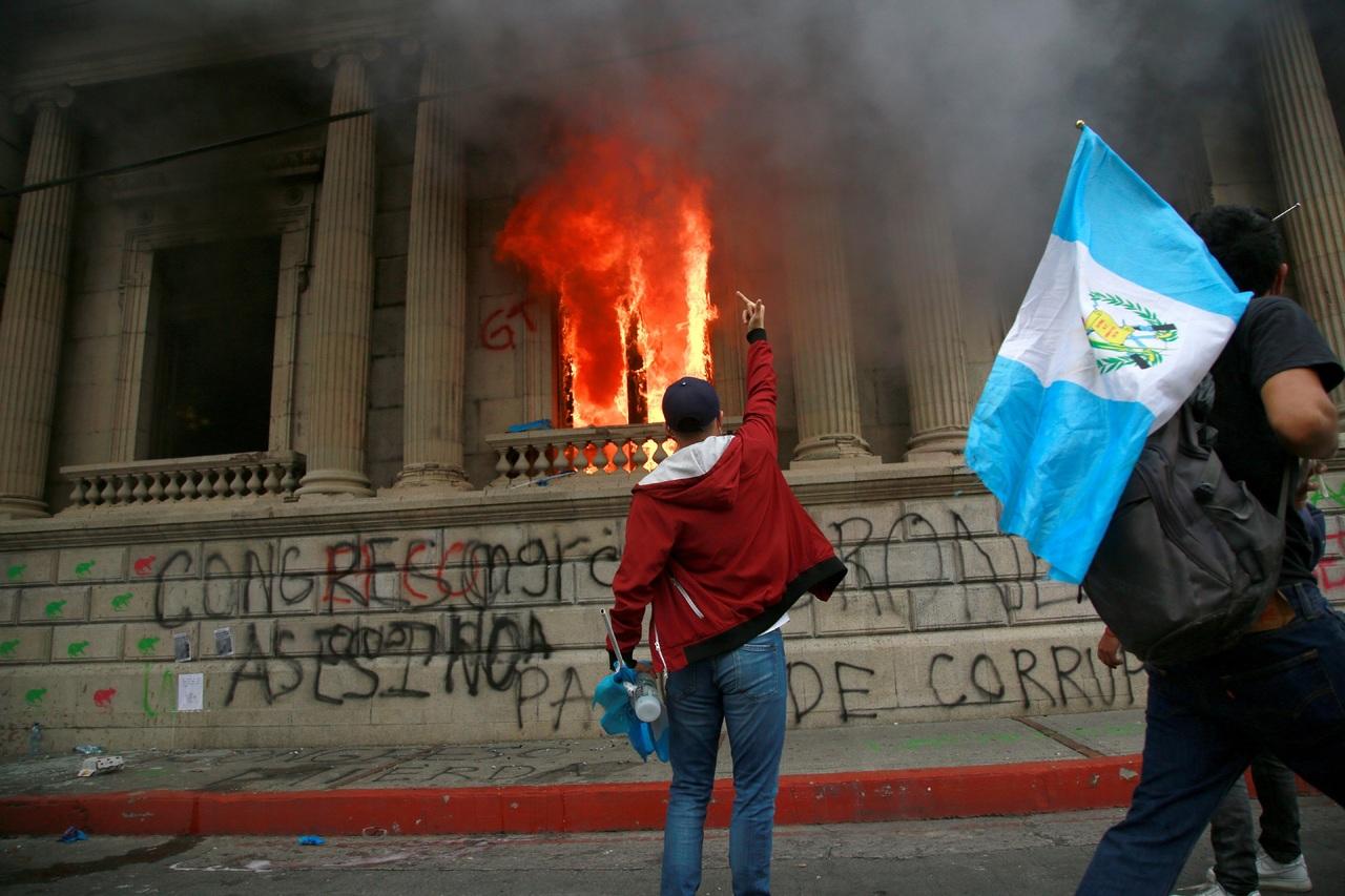 Queman Congreso de Guatemala