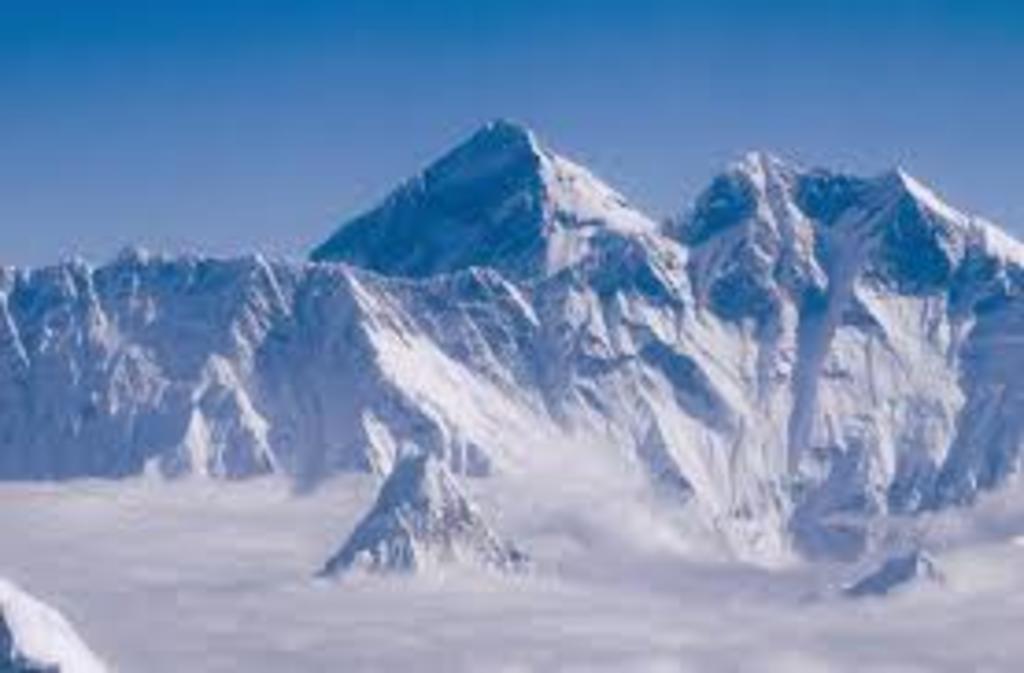 Microplásticos coronan el Everest