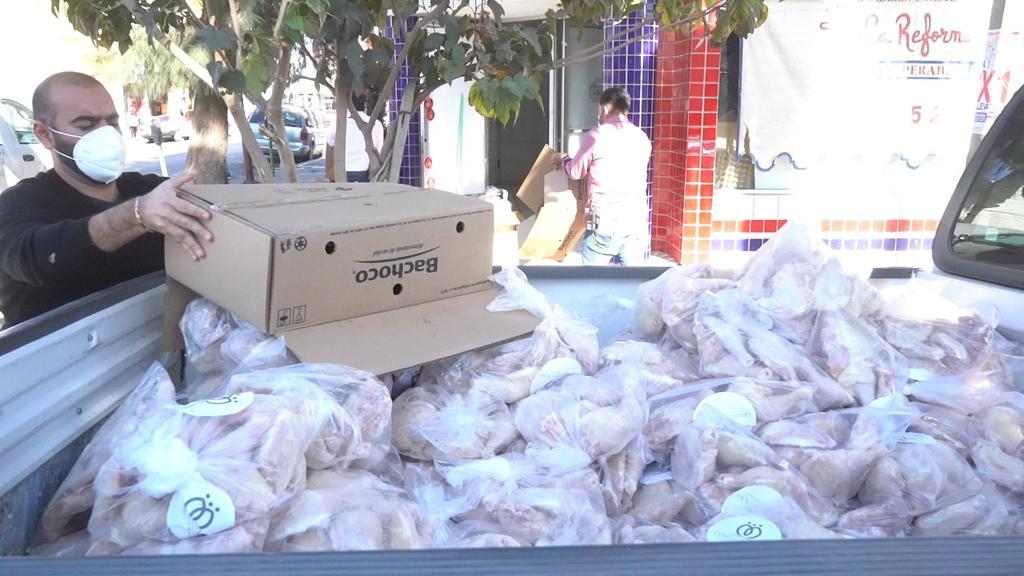 Llevan a familias de Miravalle tres toneladas de pollo para atenuar efectos de la pandemia