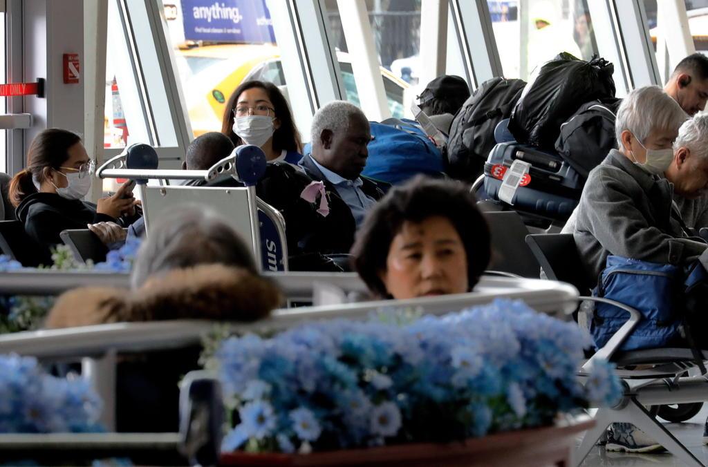 Pese a pandemia, millones planean viajar por Día de Acción de Gracias en EUA