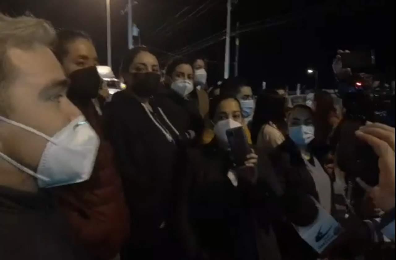 Compañeros apoyan a Doctora; anuncian paro de 'brazos caídos'
