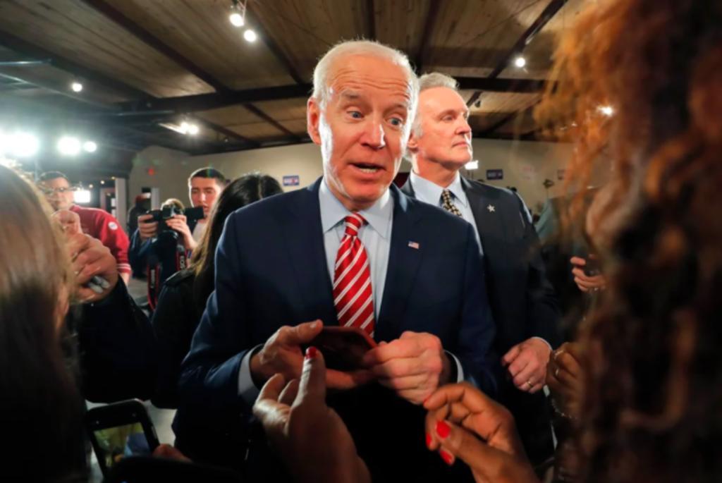 Biden nomina a Miguel Cardona como secretario de Educación en EEUU