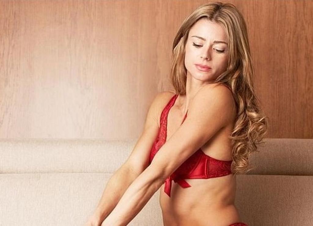Tunden a tenista por posar en lencería; la comparan con actriz para adultos