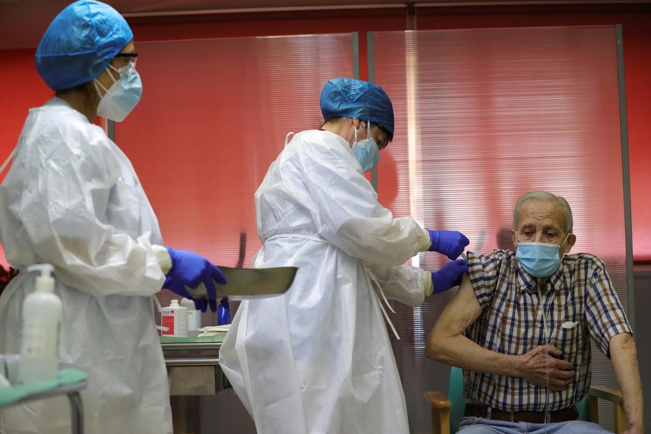 España rebasa los 2 millones de contagios