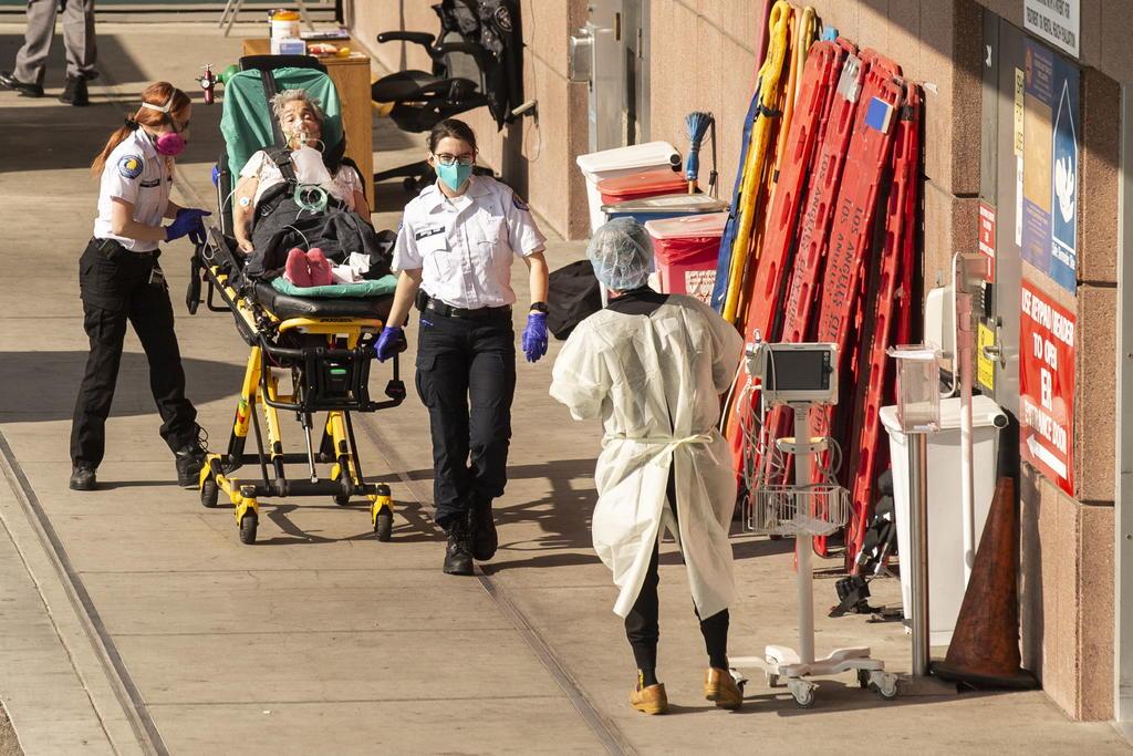 Supera EUA las 4 mil muertes diarias por COVID-19 por primera vez