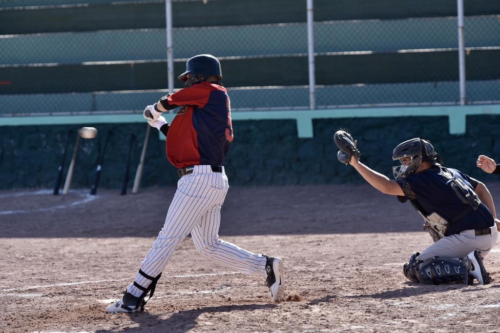 Candente lucha en la Liga de Empleados de Beisbol