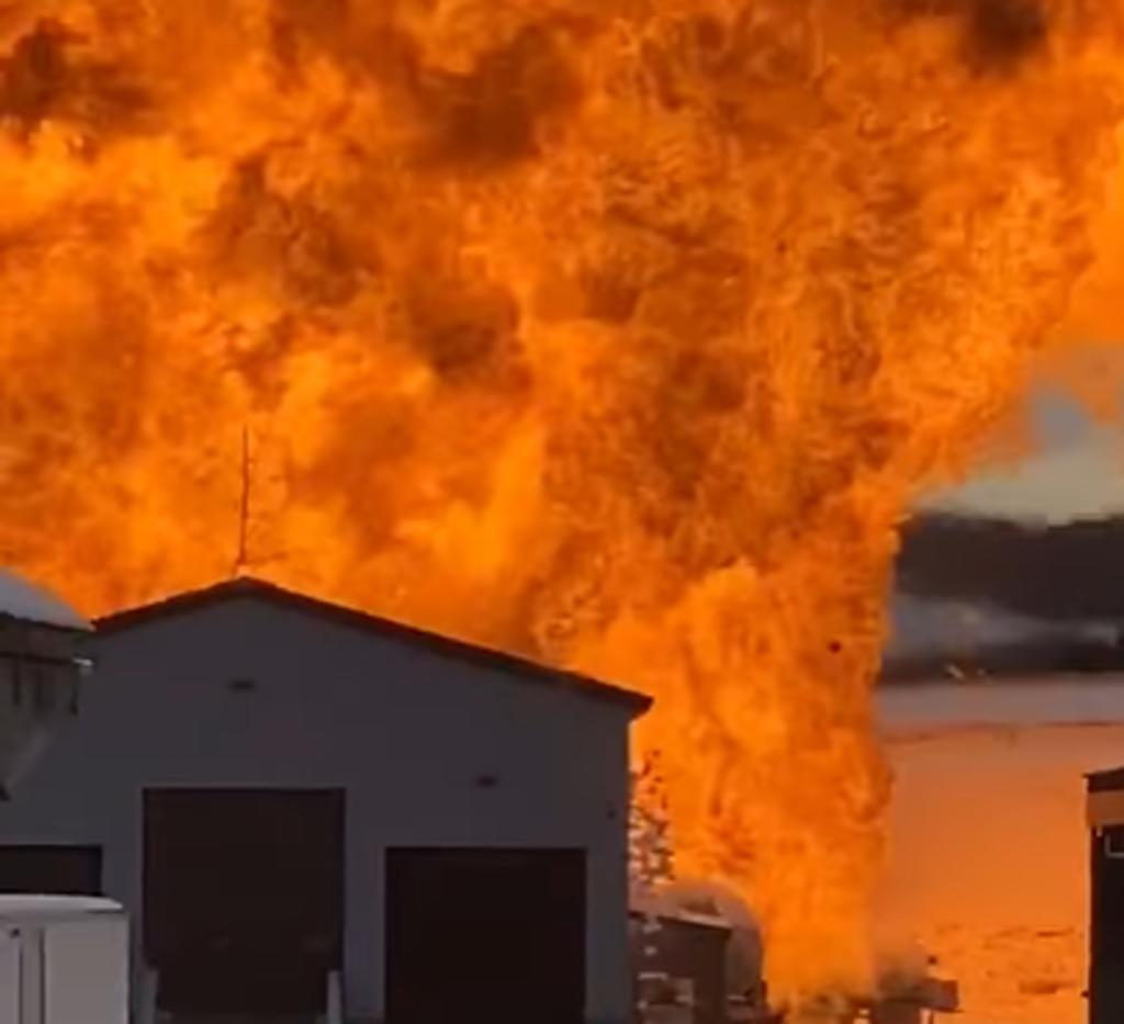 Explota tanque de gas propano tras ser embestido por camioneta que perdió el control