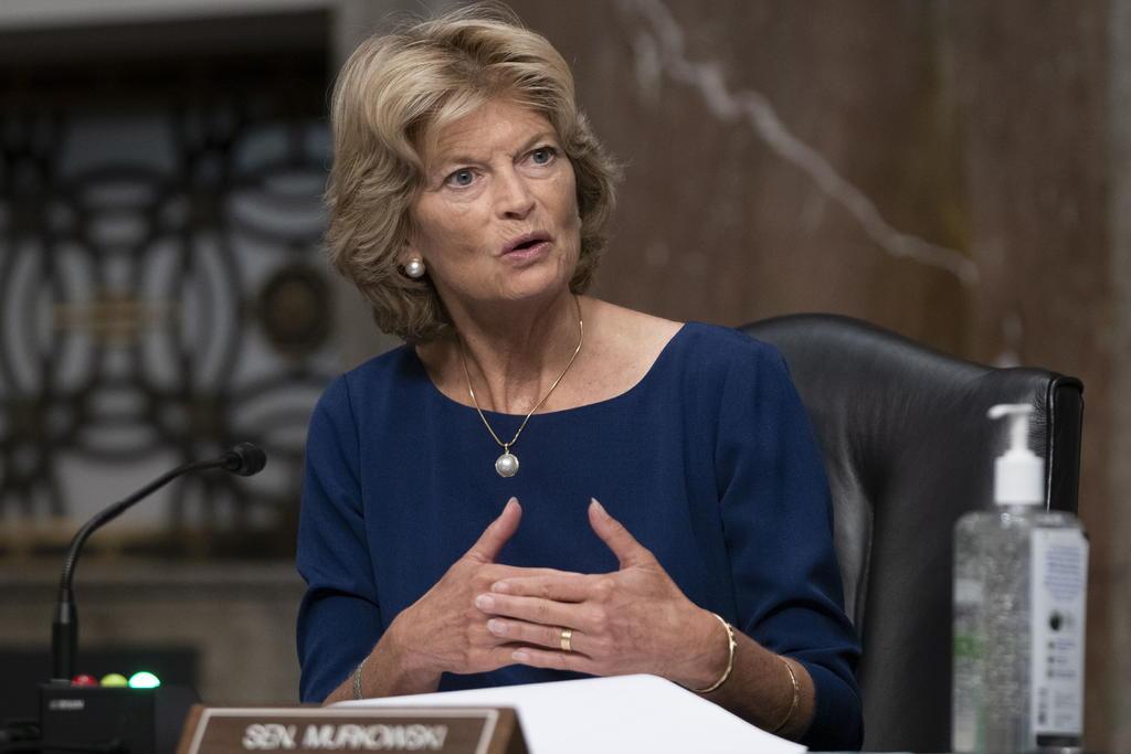 La senadora republicana Lisa Murkowski pide renuncia de Trump