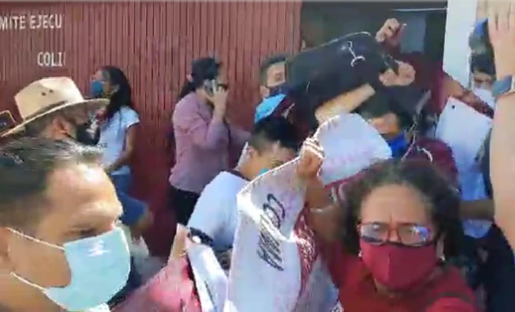 Expulsan militantes morenistas a Delgado y a precandidata en Colima