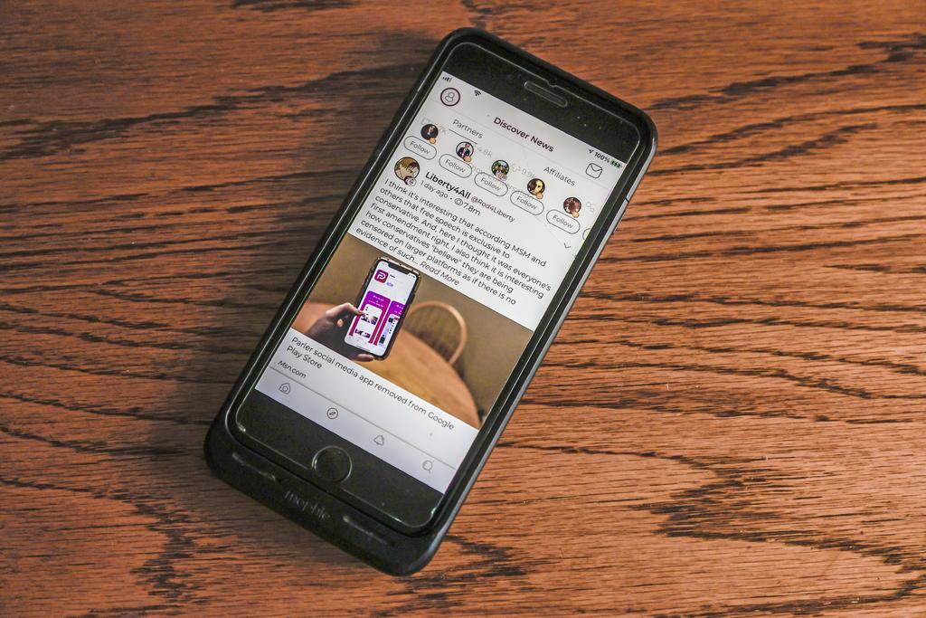 Apple y Amazon también vetan la red social Parler tras el asalto al Capitolio