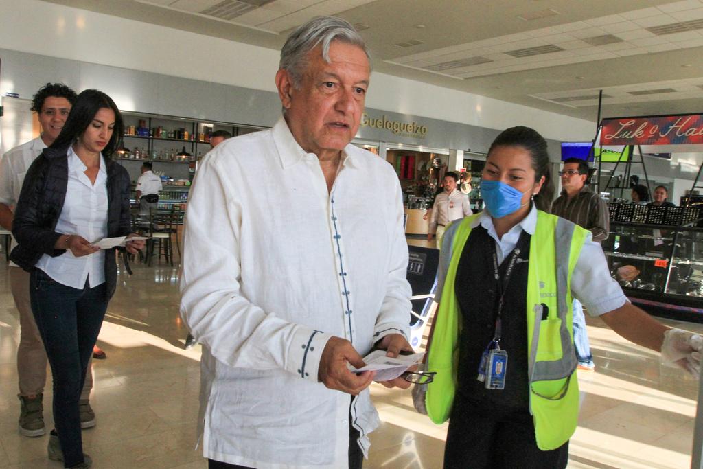Mujeres lanzan porras de apoyo a López Obrador