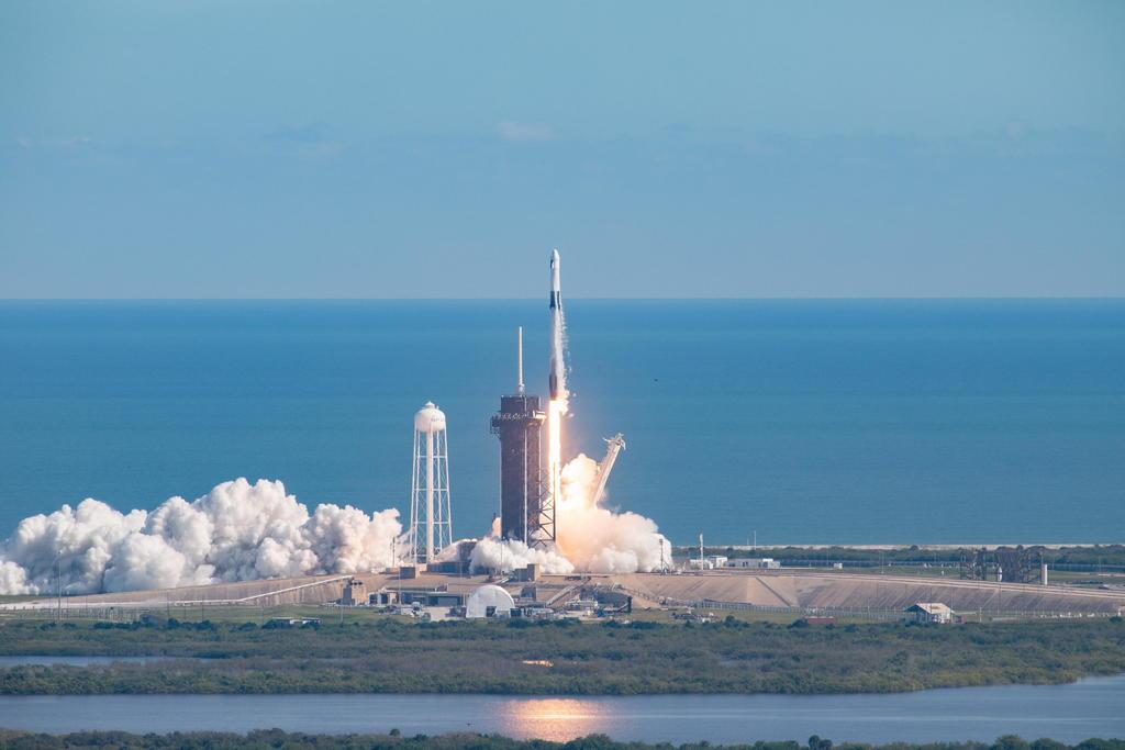 Lanza SpaceX satélite turco de comunicaciones en su primera misión de 2021
