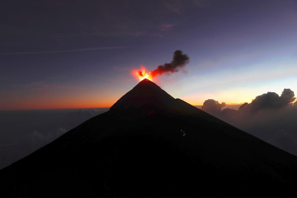 Volcán de Fuego de Guatemala registra 12 explosiones por hora