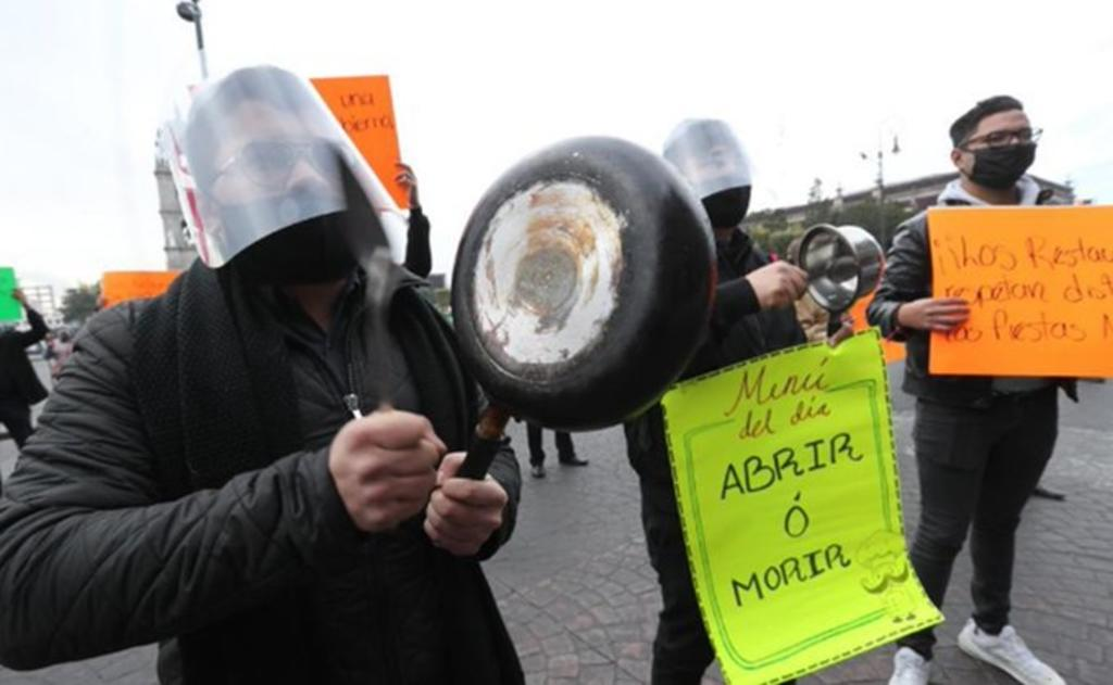 Restauranteros protestan con 'cacerolazo'; piden reabrir en el Edomex