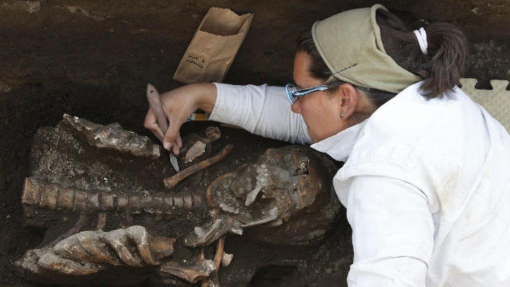 México analiza 80 entierros prehispánicos descubiertos en  Puebla