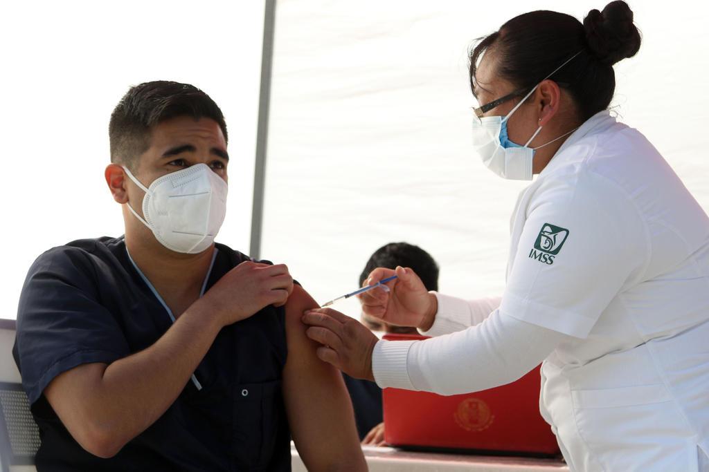 ¿Debería vacunarme contra el COVID-19 si he tenido el virus?