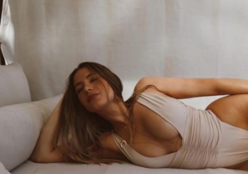 'Ex' de Chicharito, Sarah Kohan sorprende con foto desnuda