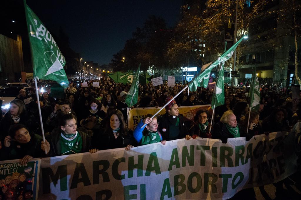 Inicia Chile discusión sobre aborto con la mira puesta en el éxito de Argentina