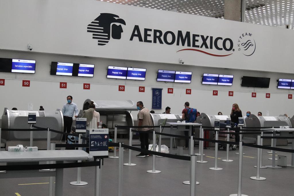 Busca Aeroméxico despedir a 374 sobrecargos, según sindicato