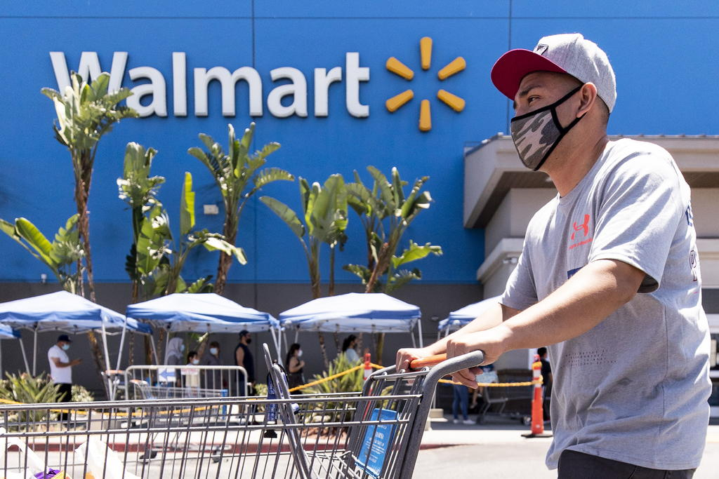 Ofrece Walmart estacionamientos para aplicar vacunas COVID en México