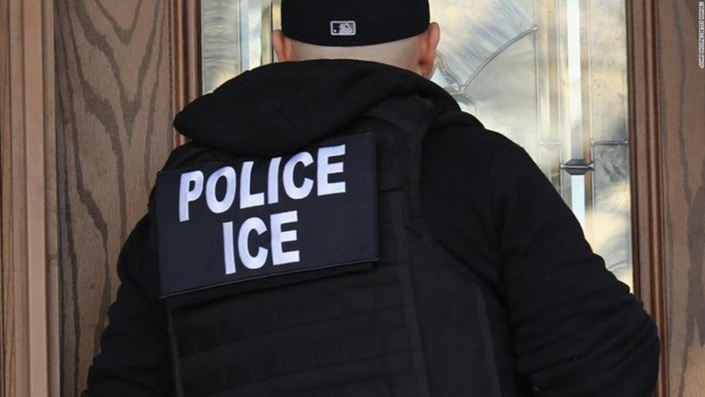 Renuncia director de Inmigración de EUA tras solo dos semanas en el cargo