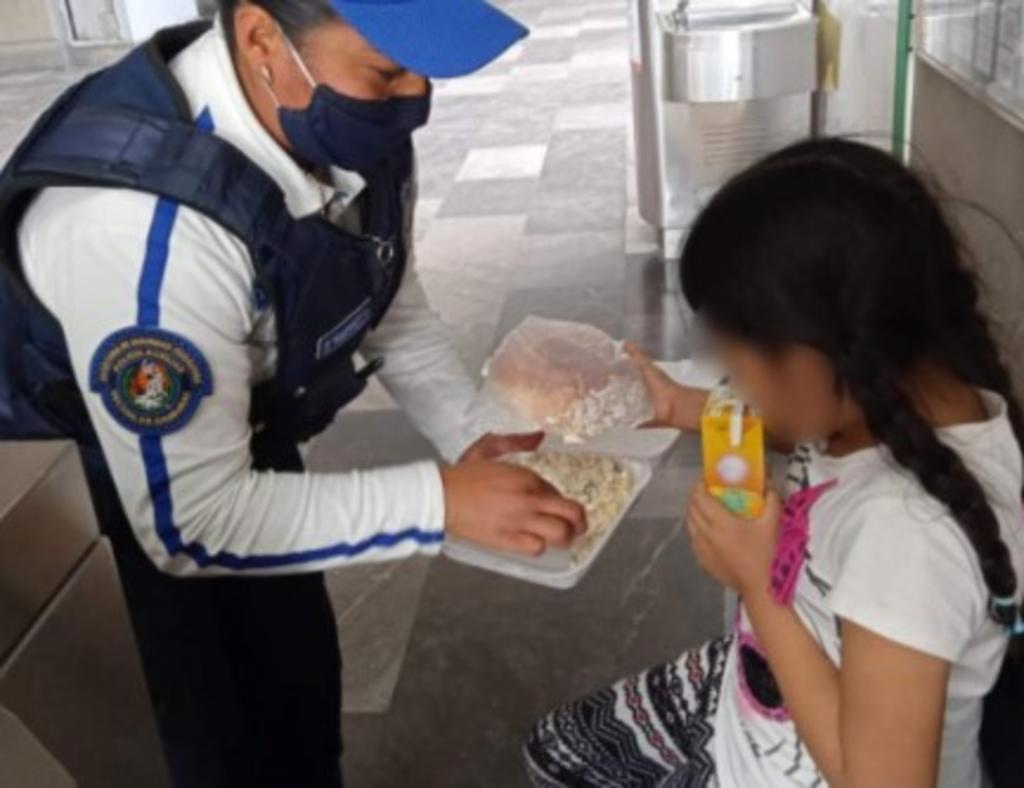 Niña escapa del maltrato de su mamá; es rescatada en metro de la CDMX