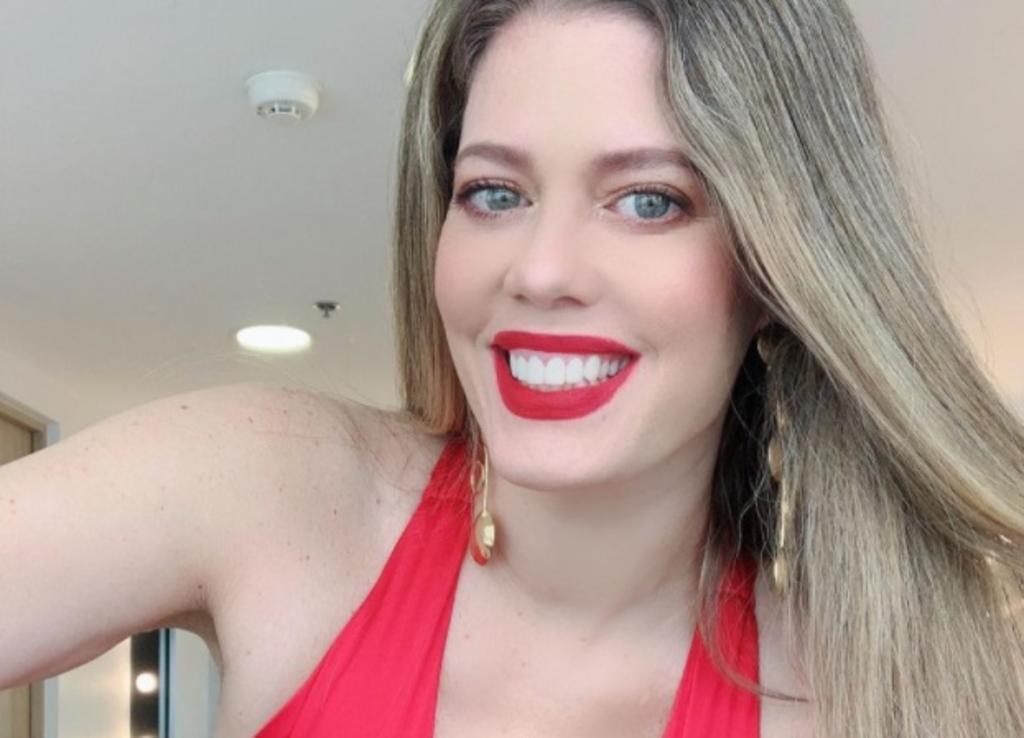 Lorna Cepeda, 'Patricia', sorprende con poca ropa a sus 50 años