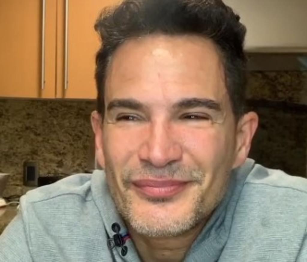 Entre lágrimas, Julio Camejo anuncia el fallecimiento de su mamá