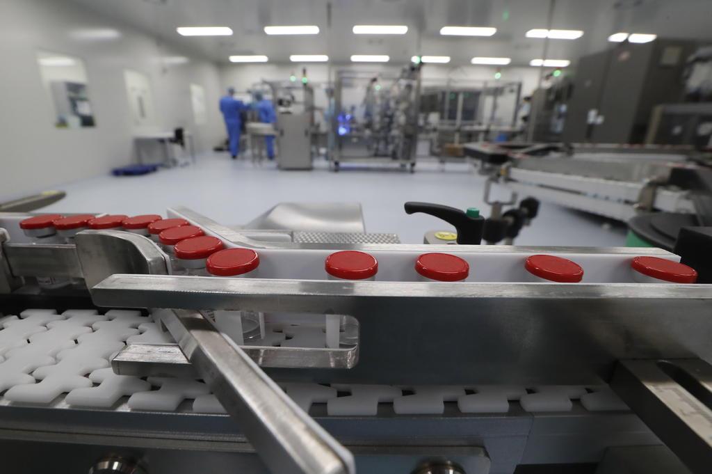 Buscará Nuevo León que vacuna rusa contra COVID sea fabricada en el estado