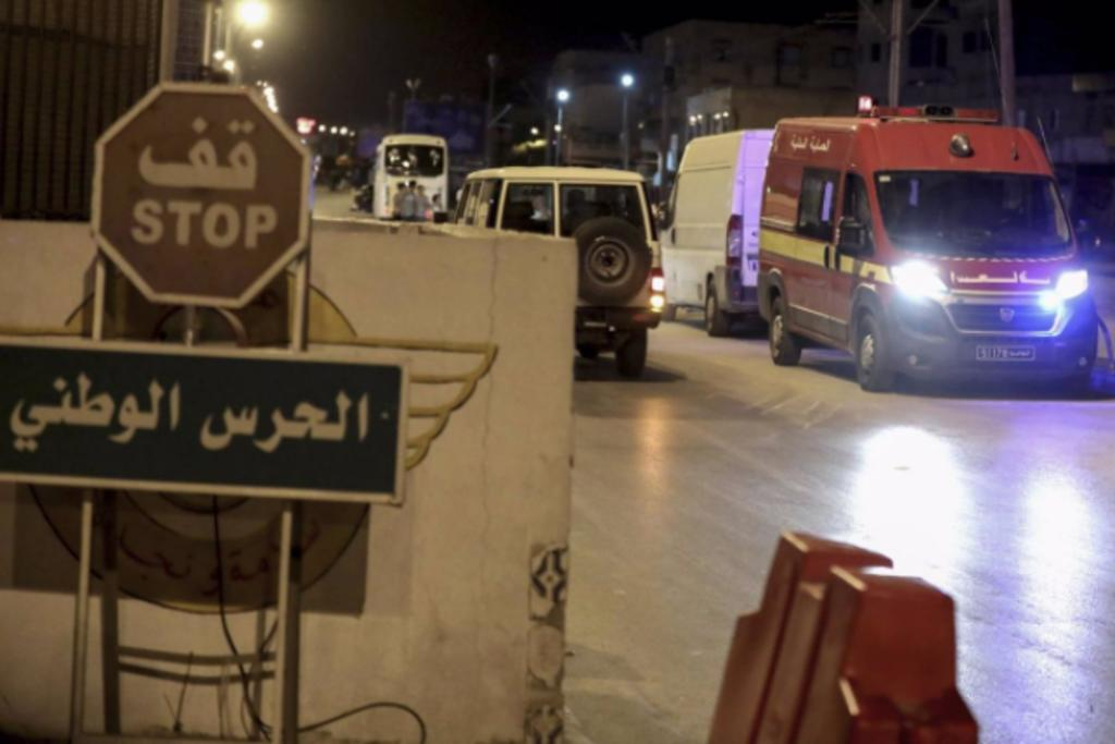 Mueren al menos cinco personas al estallar una bomba en la frontera de Túnez