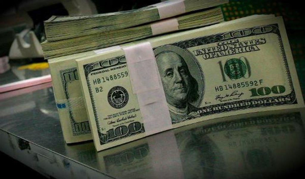 A un día del adiós de Trump, peso toca su mejor nivel frente al dólar