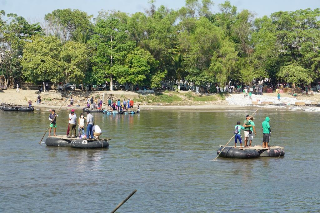 Grupos de migrantes hondureños arriban a la frontera de México- Guatemala